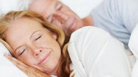 Как правильно выбрать ортопедический матрас для пожилого человека?