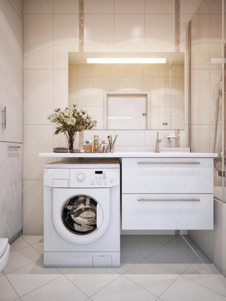 Интерьер ванной комнаты с мебелью