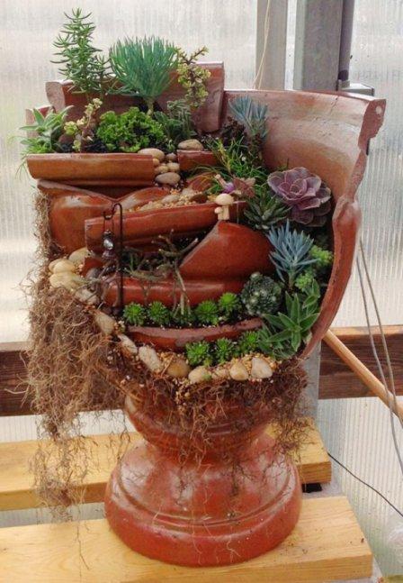 Потрясающий декор из разбитого цветочного горшка