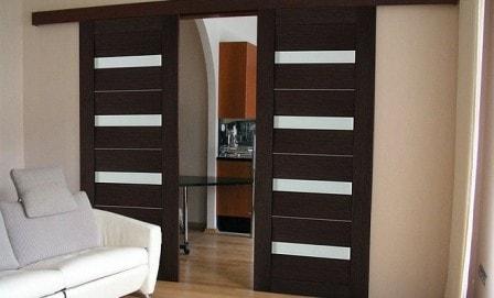 Дизайн интерьера с темными межкомнатными дверями