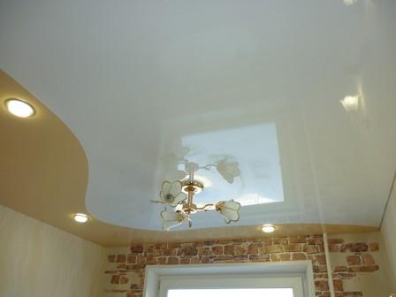 Интересные варианты освещения натяжного потолка