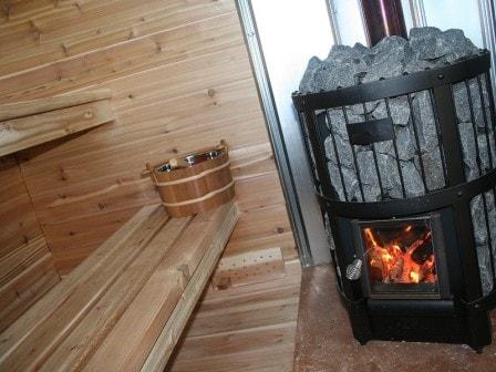 По каким параметрам выбирать дровяную печь для бани и сауны?