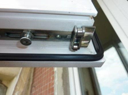 Надо ли производить замену уплотнителя на пластиковом окне?