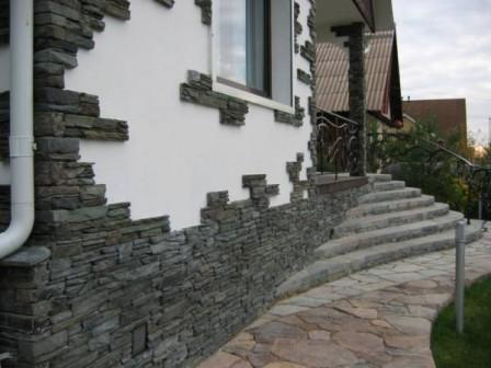 Фасад дома: чем хорош искусственный камень?