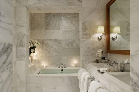Мрамор в отделке интерьера ванной комнаты