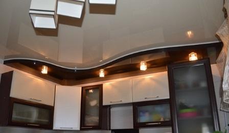 Подвесной и натяжной потолок - оптимальный вариант для кухни