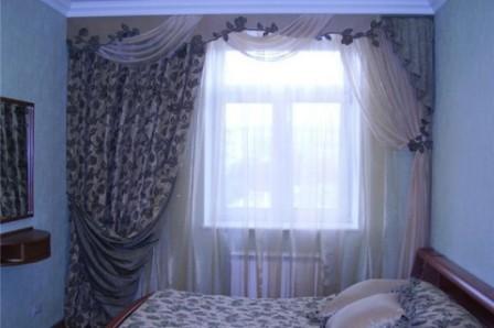Шторы - источник дополнительного уюта в спальне