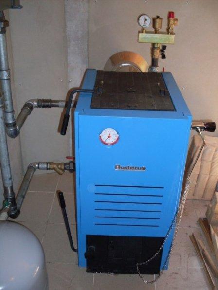 Чем выгодна система отопления твердотопливным котлом