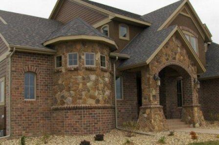 Природный камень - идеальное сочетание натуральности и красоты при отделке фасада