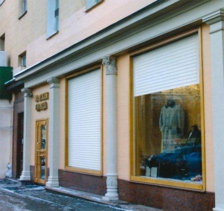 Защита витрин магазинов при помощи рольставней