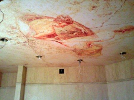 Натяжной потолок в античном интерьере