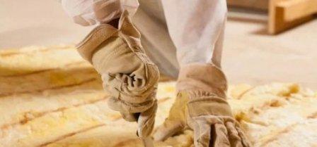 Как очистить тело и одежду от стекловаты
