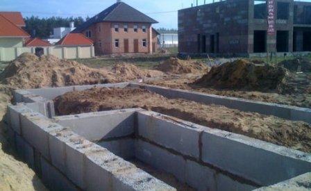 Фундамент из железобетонных блоков