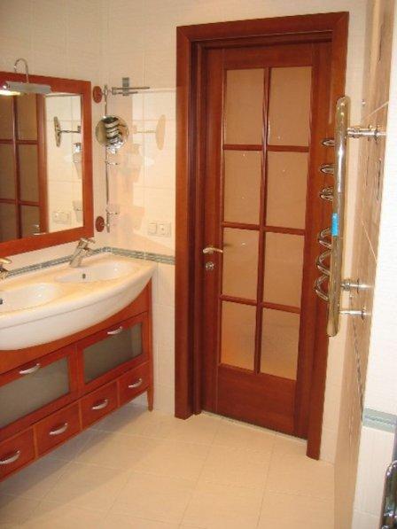 Особенности выбора дверей для ванной комнаты