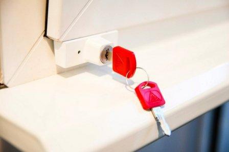 Блокирующий замок на пластиковое окно Baby Safe Lock