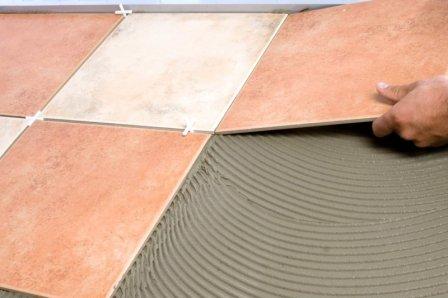 На что обратить внимание при выборе клея для керамической плитки?
