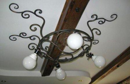 Кованые люстры в интерьере