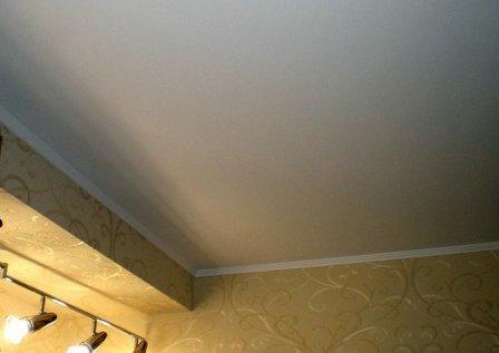 Какой краской покрасить гипсокартонный потолок?