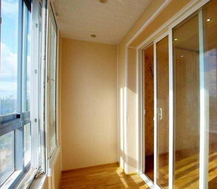 Портальные двери из ПВХ на балкон