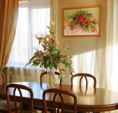 Искусственные цветы: красивый интерьер без забот