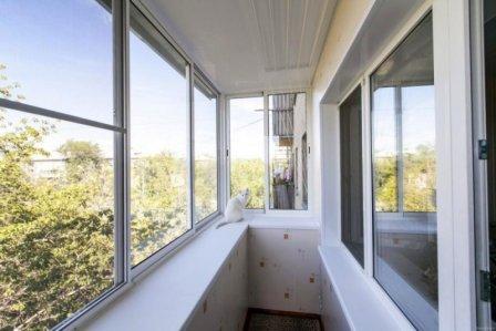 Как сэкономить на остеклении балкона или лоджии?