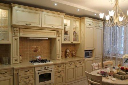 Классические кухни – сдержанные цвета и идеальные пропорции