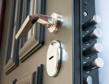 Запорные устройства для входных дверей