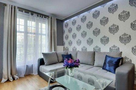 Интерьеры с однотонным диваном