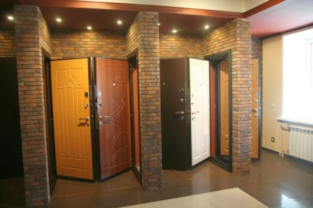 Правильный выбор входных и межкомнатных дверей для комфорта и безопасности