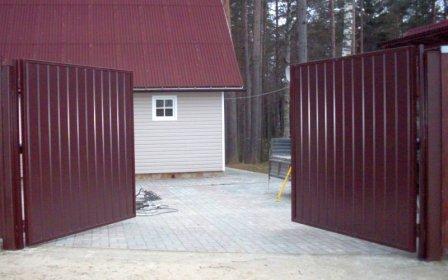 Как сделать распашные ворота из профлиста своими руками