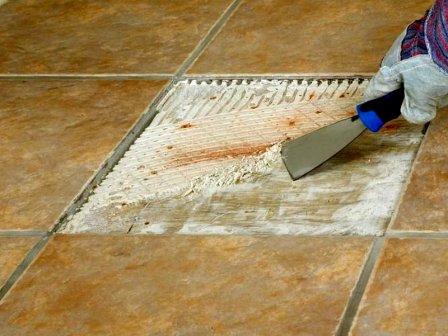 Как удалить остатки плиточного клея?
