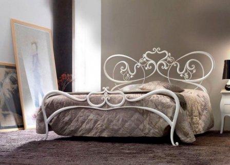 Стильные и элегантные кованые кровати