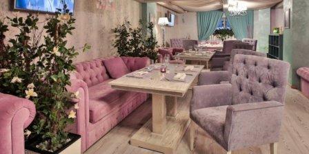 Мягкие кресла для ресторана: параметры выбора
