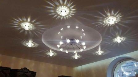 Схема расположения точечных светильников на потолке