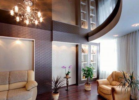 Глянцевые натяжные потолки и их достоинства